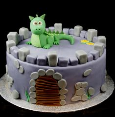 Inspiration for motif cakes with fondant, marzipan and butter cream Dragon Birthday Cakes, Birthday Cakes For Women, Cakes For Boys, Prince Cake, Birthday Candy, Candy Cakes, Baking With Kids, Birthday Cake Decorating, Novelty Cakes