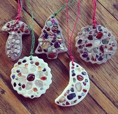 "𝑀𝑒𝓁𝒾𝓃𝒹𝒶 on Instagram: ""✨Crystal Mosaics✨ These clay ornaments can be made in any shape with any patterns you'd like using crystals to create beautiful mosaic…"" Clay Ornaments, Ornament Crafts, Little Ones, Washer Necklace, Shapes, Canning, Crystals, Create, Mosaics"