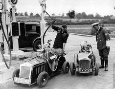 Old Photos, Vintage Photos, Vintage Cars, Antique Cars, Microcar, Old Gas Stations, Gas Pumps, Pedal Cars, Latest Cars