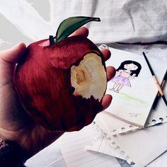 Ben buraya güzel sözler, şiirler yazamıyorum. Hem çizilmiş bir elmanın altına hangi şiiri yazabilirim ki? Yine de siz güzel şeyler yazmışım gibi okuyun