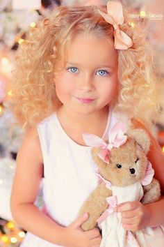 A girl and her best friend. Little Girl Models, Cute Little Girls, Cute Kids, Cute Babies, Baby Kids, Precious Children, Beautiful Children, Beautiful Babies, Newborn Pictures