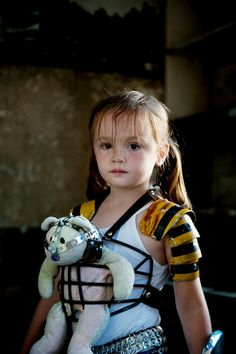 Lil girl from the post-apocalyptic zombie-slaying photo shoot. /\|-|