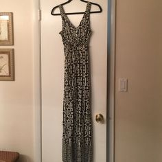 "Long cruising black & white dress Black & white sleeveless long dress. Elastic on the top of the back and elastic under the bust line. With 1"" straps on top & strap on back to tie. Made of spandex, rayon & polyester. Machine wash. Never used. New York & Company Dresses"