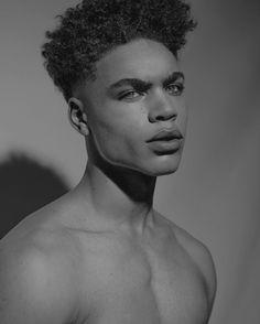 [ Teia de Firmamentos ] - Akin Bahari por Brian H Whittaker. Cute Lightskinned Boys, Cute Black Guys, Black Boys, Hot Boys, Cute Guys, Pretty Boys, Black Men, Brian Whittaker, Beautiful Boys