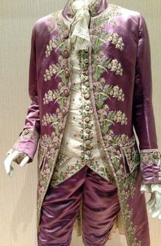 Landis' suit on Christmas? Men's suits weren't always so sober. This embroidered, pink silk coat was worn by a Frenchman in the court of Louis XVI in the century. 18th Century Clothing, 18th Century Fashion, Antique Clothing, Historical Clothing, Vintage Dresses, Vintage Outfits, Vintage Fashion, Moda Retro, 18th Century Costume