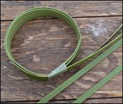 flax wristband Adult Crafts, Diy Crafts, Flax Weaving, Corsages, Kiwi, Floral Arrangements, Boy Or Girl, Bamboo, Archive