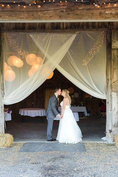 Simple and elegant #bride for a #wedding in an #orchard // Mariée simple et élégante dans un verger