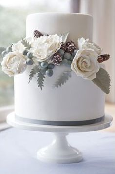 Beautiful winter wedding cake.  #Grey #Roses #Flowers #Floral. @Celebstylewed