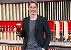 Fernando Torres tiene una Mahou pendiente
