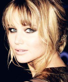Jennifer Lawrence | Nude lip, smoky eye.
