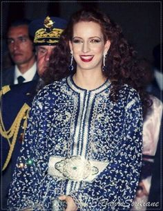Satin Duchesse, Style Marocain, African Royalty, Moroccan Caftan, New Star, Oriental Fashion, Royal Fashion, Costume, Couture Dresses