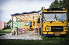 If you are looking for a trip to Amsterdam with a kitsch twist and a yellow bus to eat breakfast in every day, Lucky Lake Hostel is for you. Step out of Bus Restaurant, Amsterdam, School Bus House, Food Truck Business, Bus Living, School Bus Conversion, Airstream Interior, Food Truck Design, Route Bus