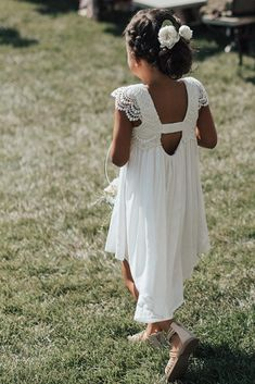 You are in the right place about flower girl dresses mermaid Here we offer you the most beautiful pi Older Flower Girls, Beach Flower Girls, Bohemian Flower Girl Dress, Dress Flower, Rustic Flower Girls, Wedding Flower Girl Dresses, Vintage Flower Girl Dresses, Simple Flower Girl Dresses, Flower Girl Dresses Country