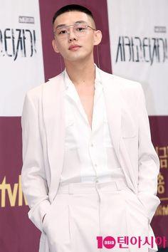 Yoo Ah In Teen Actresses, Korean Actresses, Korean Actors, Suits Korean, Korean Men, Asian Boys, Asian Men, Kdrama, Yoo Ah In