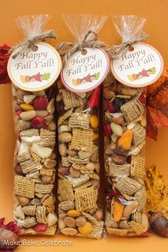 FALL TRAIL MIX Caramel Bits Fall Candy Corn Peanuts Brown Sugar Quaker Squares Fall M&M's Dehydrated Apples Peanut Butter Chip Life Cereal (made these for luncheon favors! Fall Snacks, Fall Treats, Holiday Treats, Fall Snack Mixes, Fall Recipes, Holiday Recipes, Chex Recipes, Baking Recipes, Recipies