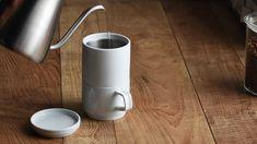 一年くらい前から、朝のコーヒーは豆から挽いて淹れています。一年経って思うのは、一人暮らしで一杯だけ…
