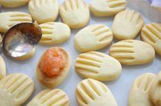 Křehoučké máslové sušenky | NejRecept.cz Dishes, Cookies, Desserts, Food, Scrappy Quilts, Recipes, Crack Crackers, Tailgate Desserts, Deserts