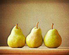 Three Pears - Fruit on Cutting Board Kitchen Art - Tan Green - Fine Art 8x10 Still Life Photo on Etsy, 23,22 €