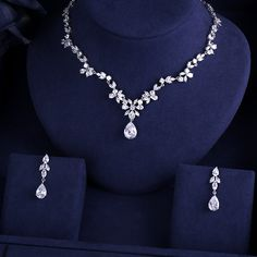 2017 New Wedding Costume Accessories Cubic Zircon Crystal Bridal Earrings And Rh. 2017 New Wedding Costume Accessories Cubic Zircon Crystal Bridal Earrings And Rhinestone Necklace Jewelry Sets For B Prom Jewelry, Jewelry Model, Bridal Jewelry Sets, Wedding Jewelry, Jewelery, Wedding Necklace Set, Bride Necklace, Rhinestone Necklace, Bridal Earrings