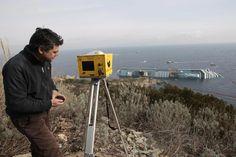 Una delle tante immagini pubblicate sui siti on line di tutto il mondo che ritraggono il Laser Scanner ILRIS-HD durante le prime fasi di rilievo 3D ad alta definizione della Concordia.  http://www.google.it/search?tbm=isch&hl=it&source=hp&biw=1920&bih=972&q=laser+scanner+concordia+giglio