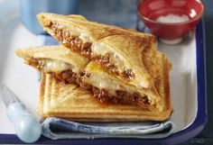 Skip the deli meat – these jaffles are filled with delicious saucy bolognese and gooey cheese. You don't even need a jaffle maker to make these crowd pleasers. Sandwich Maker Recipes, Sandwich Fillings, Sandwich Ideas, Mince Recipes, Cooking Recipes, Best Spaghetti Sauce, Lunch Snacks, Lunches, Mince Dishes