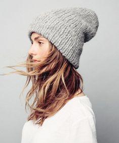 Syksyn trendikkäin pipo on väljä – katso helppo ohje, Kotiliesi.fi Knitting Accessories, Knit Beanie, Hats For Women, Knitted Hats, Knit Crochet, Streetwear, Knitwear, Knitting Patterns, Winter Hats