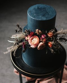 Pretty Wedding Cakes To Inspire You - Fabmood Wedding Colors, Wedding Themes, Wedding color palettes Pretty Wedding Cakes, Wedding Cake Roses, Black Wedding Cakes, Amazing Wedding Cakes, Wedding Cake Designs, Pretty Cakes, Wedding Themes, Beautiful Cakes, Wedding Colors