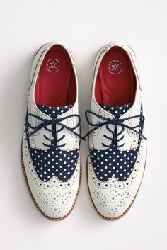 The Belinda Wingtip - a polka dot oxford for her! #johnstonmurphy