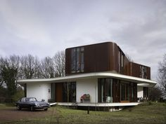 Retro futuristic house design by Mecanoo Architecten Have you ever tried to imagine how the house would look like if it is designed in combination of fut. Futuristic Home, Futuristic Architecture, Beautiful Architecture, Interior Architecture, Retro Interior Design, Home Design Floor Plans, House Design Photos, Beautiful Villas, Beautiful Homes