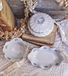 Limoges DESHOULIERES Porcelain Vanity Dresser Set, French Lidded Trinket Dish Box, Ring Holder, Vintage Porcelain Jewelry Dish with Lid Vintage Gifts, Etsy Vintage, Vintage Items, Vintage Shops, Italian Coffee Maker, Flower Bowl, Dresser Sets, Jewelry Dish, Porcelain Jewelry