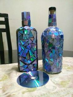 35 Fabulous Wine Bottle Crafts For Home Decoration - There are many interesting wine bottle crafts that you could make out of empty bottles you have accumulated. These bottles are made of strong material. Recycled Glass Bottles, Glass Bottle Crafts, Wine Bottle Art, Painted Wine Bottles, Lighted Wine Bottles, Diy Bottle, Empty Bottles, Bottle Lights, Liquor Bottles