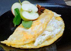Sladká omeleta s jablkovo-tvarohovou plnkou Crepes And Waffles, Pancakes, Ethnic Recipes, Food, Essen, Pancake, Meals, Yemek, Eten