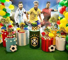 A imagem pode conter: 2 pessoas, pessoas em pé Soccer Birthday Parties, Soccer Party, Bar Mitzvah, Party Themes, Barcelona, Birthdays, Halloween, Soccer Party Themes, Girls Party Decorations