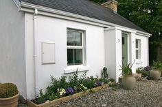 Magheramore Cottage, Manorcunningham, Co. Donegal, Exterior Colors, Detached House, Cottage, Architecture, Plants, Home, Arquitetura, Exterior Paint Colors