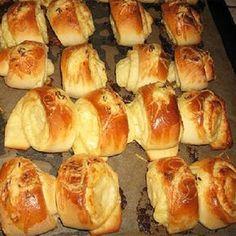 Délvidéki sajtos sós tekercs Hungarian Desserts, Hungarian Recipes, World Recipes, My Recipes, Cake Recipes, Appetisers, Party Snacks, Winter Food, Hot Dog Buns