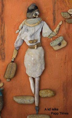 #akőlelke #papptimi #taspano #pebbles #piedras #kavicsképek #pebbleart #stoneartist #pebbleartist #stoneart #kavicsművészet #pebblepictures #rockart #kavicsművész #pebblepictures #pebblepicture #pebblepics #pebble#stone #piedras #kamene #rocks #galets Sea Crafts, Sea Glass Crafts, Sea Glass Art, Rock Crafts, Rock Family, Stone Art Painting, Rock Sculpture, Pebble Pictures, Rock And Pebbles