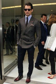 Consider teaming a dark grey double breasted blazer with navy chinos for drinks after work. Dark red leather oxford shoes will add elegance to an otherwise simple look. Der Gentleman, Gentleman Style, Sharp Dressed Man, Well Dressed Men, Mens Fashion Suits, Mens Suits, Men's Fashion, London Fashion, Fashion Shoes