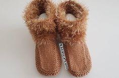 Socialite-Home-Booties - Socken Knit Boots, Bootie Boots, Crochet Motifs, Knitting Socks, Baby Knitting, Knitted Baby Clothes, Silk Art, Sunflower Tattoo Design, Sewing