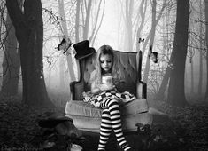 i kinda hope i end up with two daughters and a son because i would have THE MOST FUN at an alice in wonderland photo shoot with them being alice, the queen and the hatter!!! <3