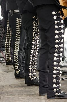 ¡Aye, me gusta! I'll have a pair of bad ass mariachi pants one day.