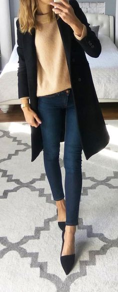 Awesome Fall Outfits To Inspire Yourself schwarzer Mantel, beige Top und schwar Mode Outfits, Casual Outfits, Fashion Outfits, Fashion Trends, Beige Top, Fall Winter Outfits, Winter Fashion, Black Coat Outfit, Dark Jeans Outfit