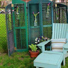 40 easy cheap backyard privacy fence design ideas - All For Garden Cheap Privacy Fence, Privacy Fence Landscaping, Garden Privacy Screen, Privacy Fence Designs, Outdoor Privacy, Backyard Privacy, Backyard Fences, Garden Fencing, Backyard Landscaping