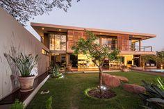 Stunning Private Residence: Aloe Ridge House by Metropole Architects   http://www.designrulz.com/design/2014/08/stunning-private-residence-aloe-ridge-house-metropole-architects/