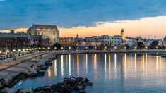 Il lungomare Imperatore Augusto, Bari Vecchia, la Basilica di San Nicola al tramonto San Nicola, Bari, Italy, Fotografia