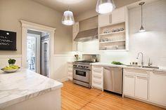 Картинки по запросу кухня объединенная с прихожей в доме