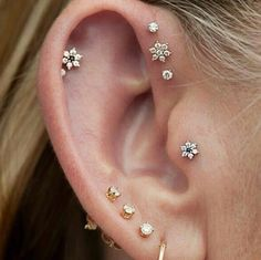 A tragus piercing is a very subtle form of body modification. Interested in the tragus piercing cost or process? Check out all the details here! Tragus Piercings, Percing Tragus, Cute Ear Piercings, Body Piercings, Tragus Stud, Tragus Piercing Jewelry, Ear Peircings, Barbell Piercing, Ear Piercing Guide