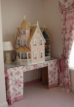 The Garfield Thumbelina dollhouse