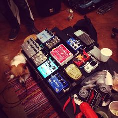 Always nice whe our friends want to hang out with us, here is Instagrammers @uscalaveras's dog enjoying a nap during pedalboard building. #pedalboard #dogsandpedals #sleepydog