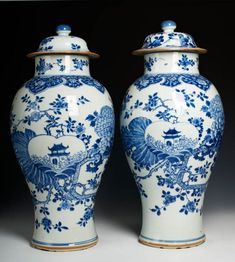 RP: Large pair of Chinese export porcelain baluster vases and covers, c. Porcelain Jewelry, Fine Porcelain, Porcelain Ceramics, Chinoiserie, Blue And White Vase, Chinese Ceramics, Blue China, Objet D'art, Chinese Antiques