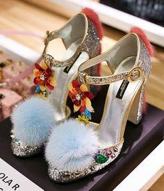 Se depender de Dolce & Gabbana, podemos continuar a acreditar em finais felizes. No desfile, em Milão, os contos de fadas subiram à passerelle. Mas será que queremos todas ser princesas?